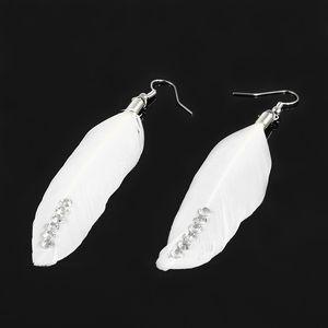 Peříčkové naušnice s kamínky bílá