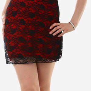 Dámské mini šaty s krajkou červená