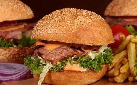 Skvostný Maxovský burger z 250g mletého hovězího masa přímo v Jizerských horách!
