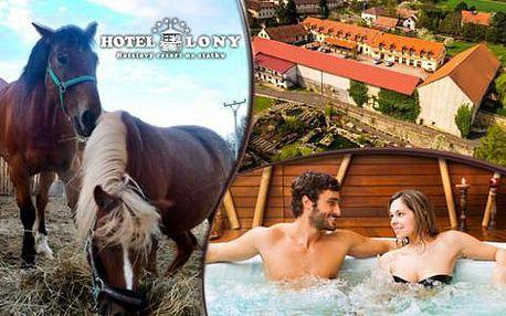 Letní pobyt pro dva na statku u Prahy s relaxací ve vířivce a jízdou na koni