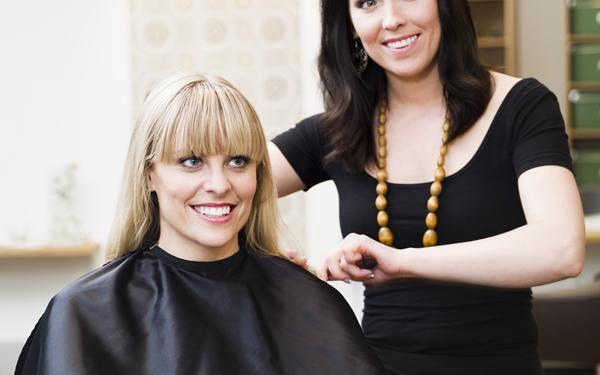 Kadeřnický balíček pro jakoukoliv délku vlasů. Barvení, mytí, střih, foukaná, finální styling...