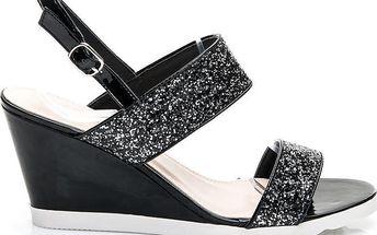 Dokonalé sandálky na klínku