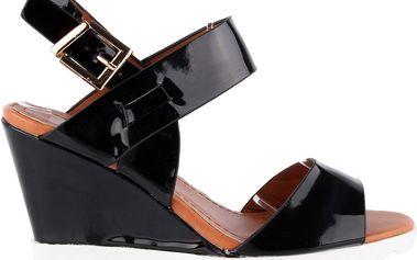 Lesklé letní sandálky na klínku