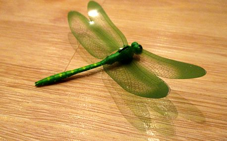 3D vážka zelená dekorace na zeď 9 cm