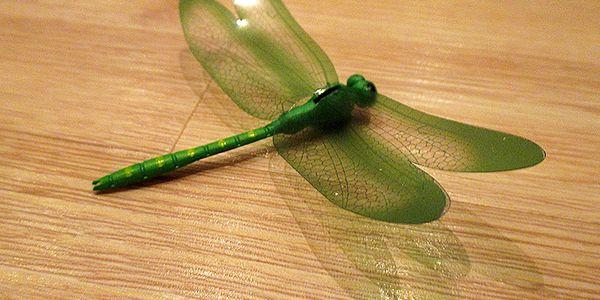 3D vážka zelená dekorace na zeď 14 cm