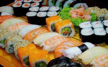 Sushi sety plné rozmanitých tvarů a chutí