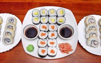32 parádních kousků sushi s sebou
