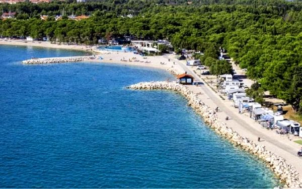Chorvatsko - Šibenik na 4 až 8 dní, bez stravy s dopravou vlastní 50 m od pláže