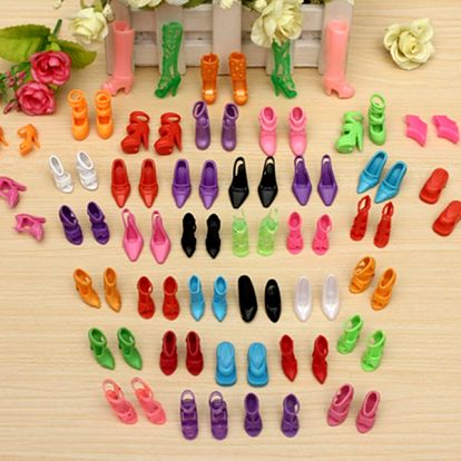 Moderní boty na podpatku určené pro panenky - 40 párů