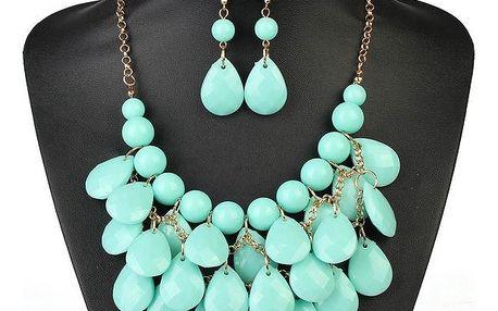 Set bohatě zdobených šperků v různých barvách