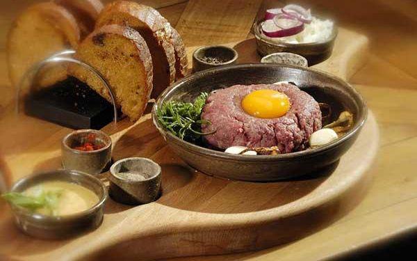 Až půlkilový tatarský biftek s topinkami