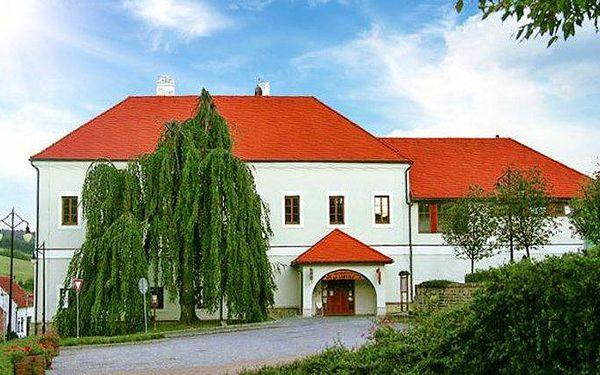3 až 6denní pobyt pro 2 s polopenzí a vínem v penzionu Zámeček Strání v Bílých Karpatech