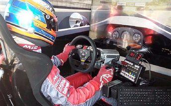 Realistický závodní simulátor iRacing