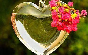 Závěsná váza ve tvaru srdce