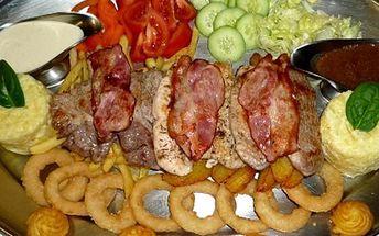 Výtečné Rudolfovo plato 1,5 kg v restauraci Golem Restaurant, svíčková, kuřecí, krkovička, zelenina.