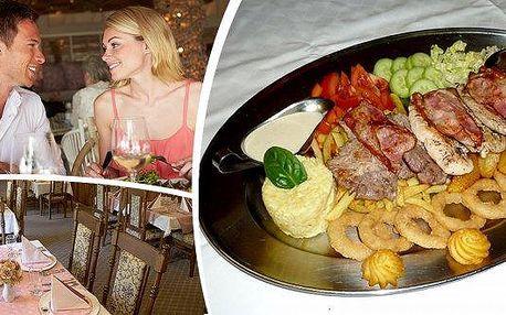1,5 kg Výtečné Rudolfovo plato s panenskou svíčkovou, kuřecím steakem, krkovičkou, slaninou, zeleninou a přílohami ve vyhlášené restauraci Golem Restaurant soriginální obrazovou výzdobouz rudolfínského období, krásnou romantickou zahrádkou a oceněním sp