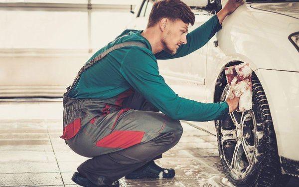Kompletní ruční mytí vozu vč. voskování