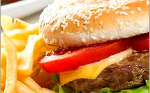 Hovězí cheeseburger z vyzrálého irského masa, podávaný s hranolkami. TOP AKCE pro milovníky burgrů!