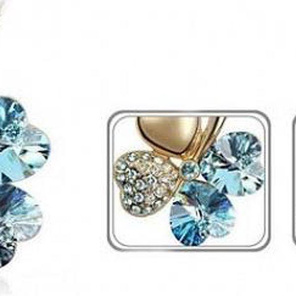 Luxusní přívěšek ve tvaru čtyřlístku ve zlaté barvě s modrými a stříbrnými kamínky z materiálu STANLESS METAL včetně řetízku o délce 45 cm!