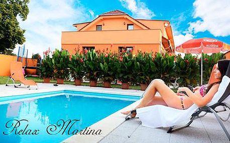 3 dny až pro 4 osoby s neomezeným bazénem, vířivkou a saunou v penzionu Relax Martina