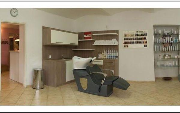 Dámský střih, péče regenerační kosmetikou a masáž3