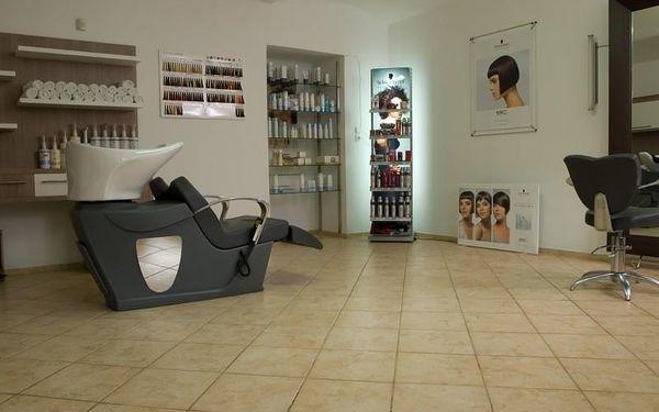 Dámský střih, péče regenerační kosmetikou a masáž4