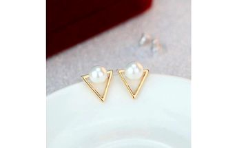 Trojúhelníkové náušnice s umělými perlami - dodání do 2 dnů