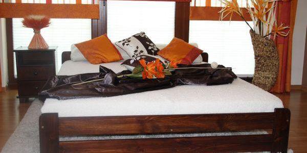 Postel s matrací a roštem EURO 180 x 200 cm - ořech - lak