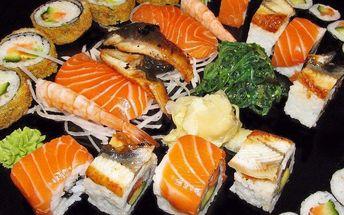 Sushi set s 30 lahodnými kousky, wasabi a salátem