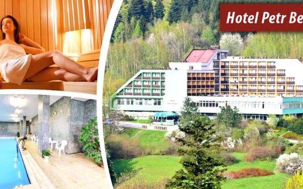 Wellness pobyt v hotelu Petr Bezruč*** v Beskydech. Pobyt pro 1 osobu na 4 dny s bohatou polopenzí, bazénem se slanou vodou, infrasaunou, parní kabinou nebo solnou jeskyní.Nádherná příroda a čerstvý vzduch vás uchvátí. Vydejte na procházku nebo za zábavo