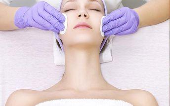 Kosmetické ošetření pleti včetně peelingu, masáže rukou a regeneračního zábalu rukou v Plzni.