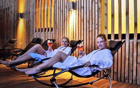 Prvotřídní relax: Noční saunování s ceremoniály, grilováním a drinky