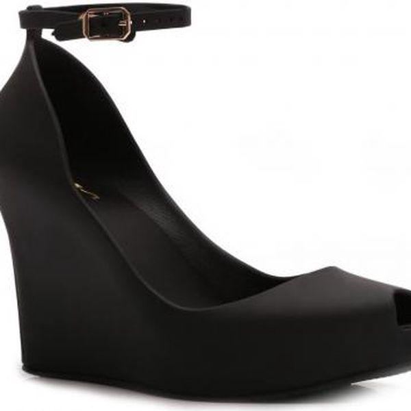 Dámské černé sandály na klínku Zanett 067