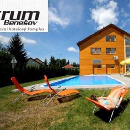 Letní Posázaví 3 dny pro 2 s polopenzí, venkovním bazénem a sportem ve Sporthotelu u Konopiště
