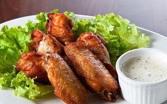 Menu pro dva: kuřecí křídla 1200 g s výběrem příchuti a ošatkou chleba