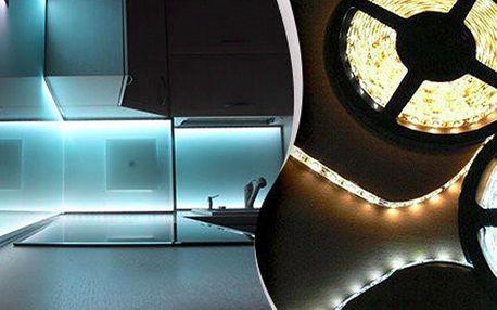 Bílé a barevné LED pásky pro oživení interiéru