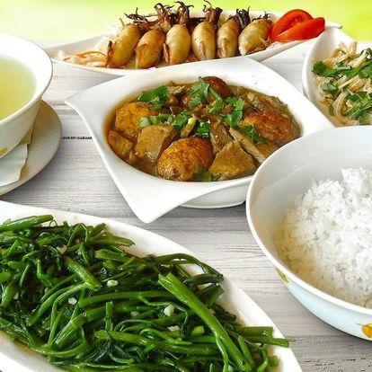 Tradiční vietnamské pokrmy ve vydatném menu