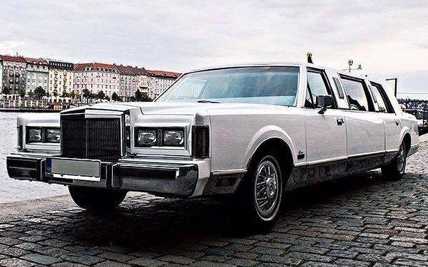 Pronájem limuzíny Lincoln TownCar s řidičem na 45–60 minut v Praze až pro 6 osob