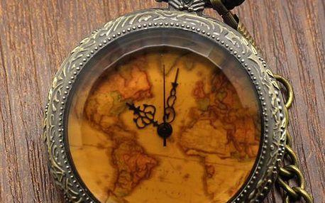 Kapesní hodinky s částí mapy světa
