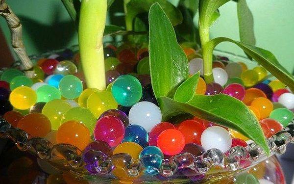 8 balíčků dekoračních kuliček v různých barvách