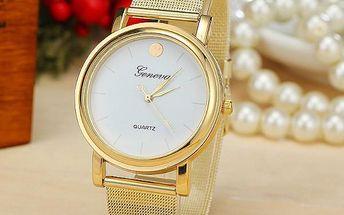 Analogové hodinky ve zlaté barvě
