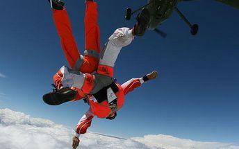 Tandemový seskok padákem ze 4000 metrů