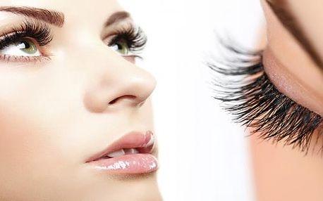 Dopřejte si prodloužení řas technikou řasa na řasu produkty Blink Lashes. S tímto prodloužením řas získají Vaše oči 100% přirozený vzhled a naprosto neodolatelný pohled.