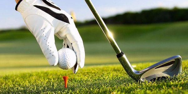 Vstup na mistrovský golfový green v Kořenci