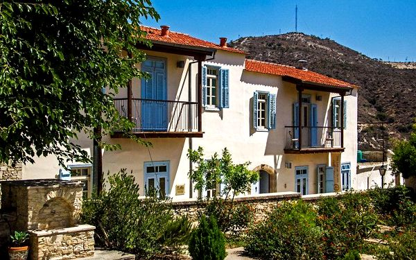 Kypr - Larnaca na 6 až 8 dní, polopenze nebo snídaně s dopravou vídeň