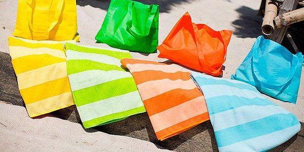 Rychloschnoucí osuška z mikrovlákna s taškou v několika barevných variantách