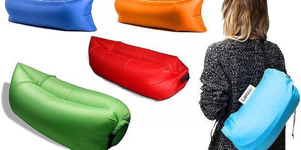 Nafukovací vak pro pohodlné sezení na zemi i na vodě v různých barvách