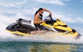 Adrenalinová jízda na vodním skútru