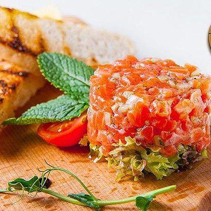 200g tatarák z uzeného lososa s toasty v Gyros & Grill baru ve Frýdku-Místku