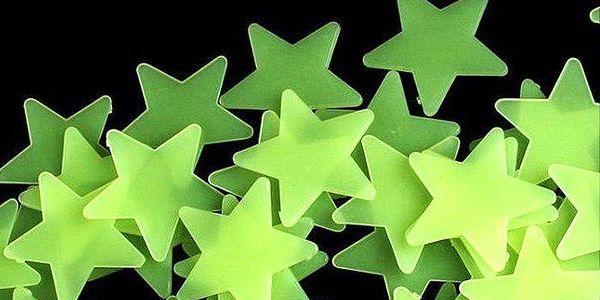 Svítící hvězdičky na stěny a strop v dětském pokoji – 50 ks